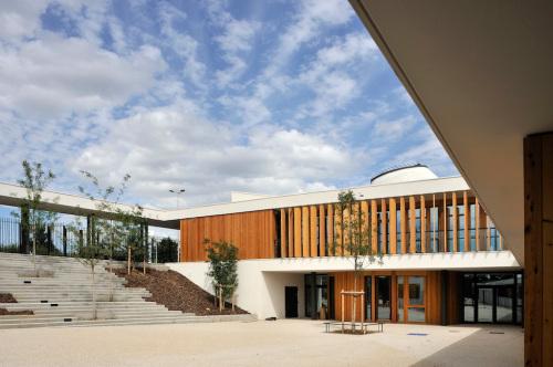 Premier Grand prix d'architecture CAUE études - livraison 2005 - 2008 montant des travaux 6,2 M€ ht shon 3 613 m2 démarche HQE / bâtiment BBC